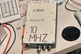 The exterior of the 10 MHz                     rubidium frequency reference based on an FE-5680A
