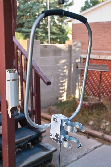Rooftop-mounted WWVB                   loop antenna